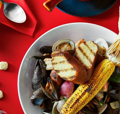 Mussels with corn and grilled bread