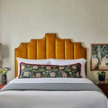 queen bed hotel room with two nightstands