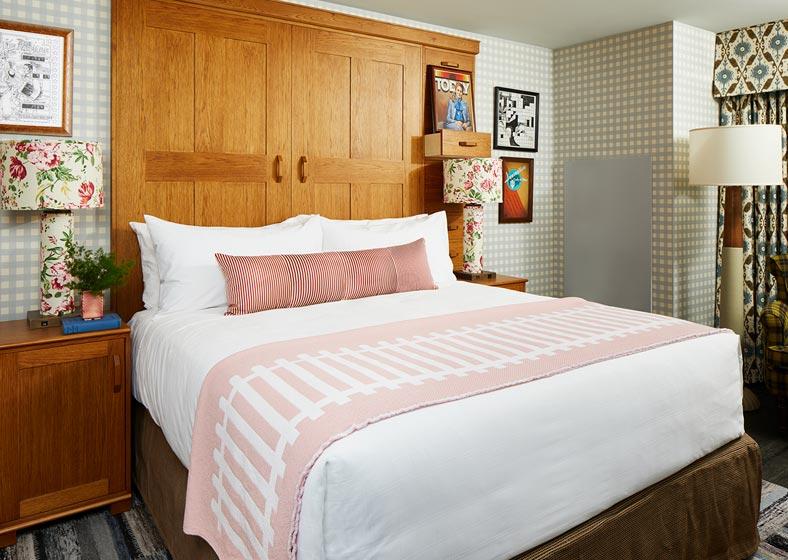 Graduate Bloomington King Bed