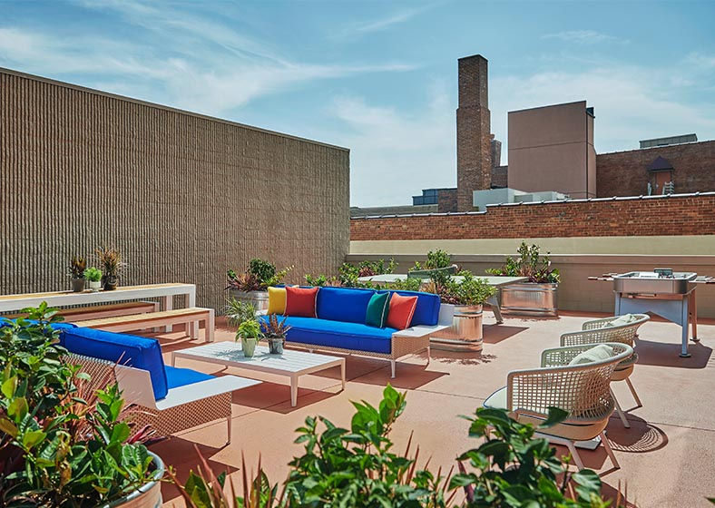 rooftop courtyard with seating at graduate lincoln