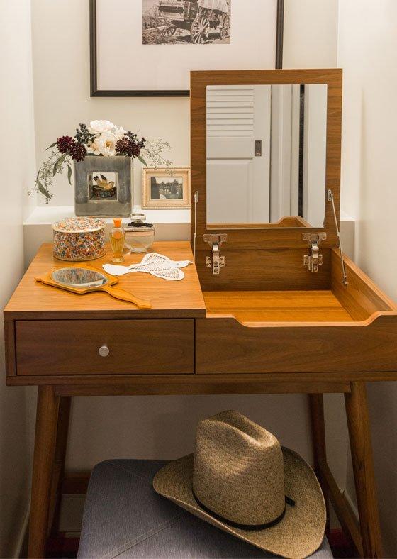 guestroom vanity at graduate lincoln
