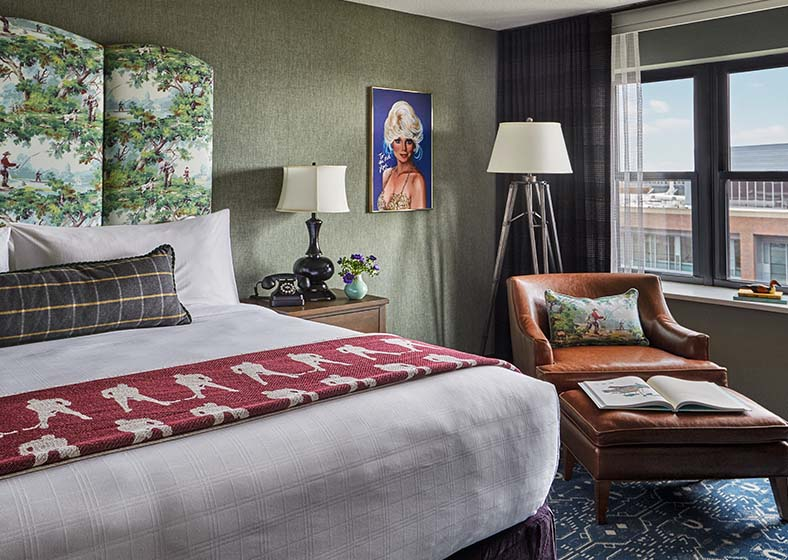 graduate minneapolis king bed room
