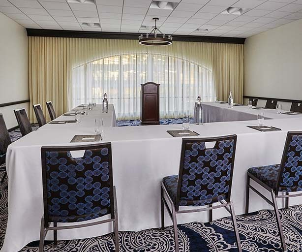 summit meeting room at graduate minneapolis