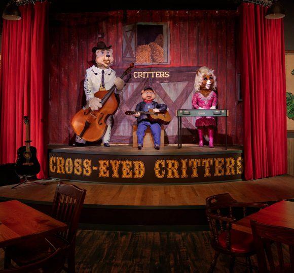 The animatronic karaoke band at Cross-Eyed Critters