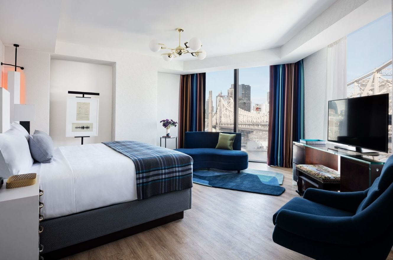 king room with view of bridge to Manhattan